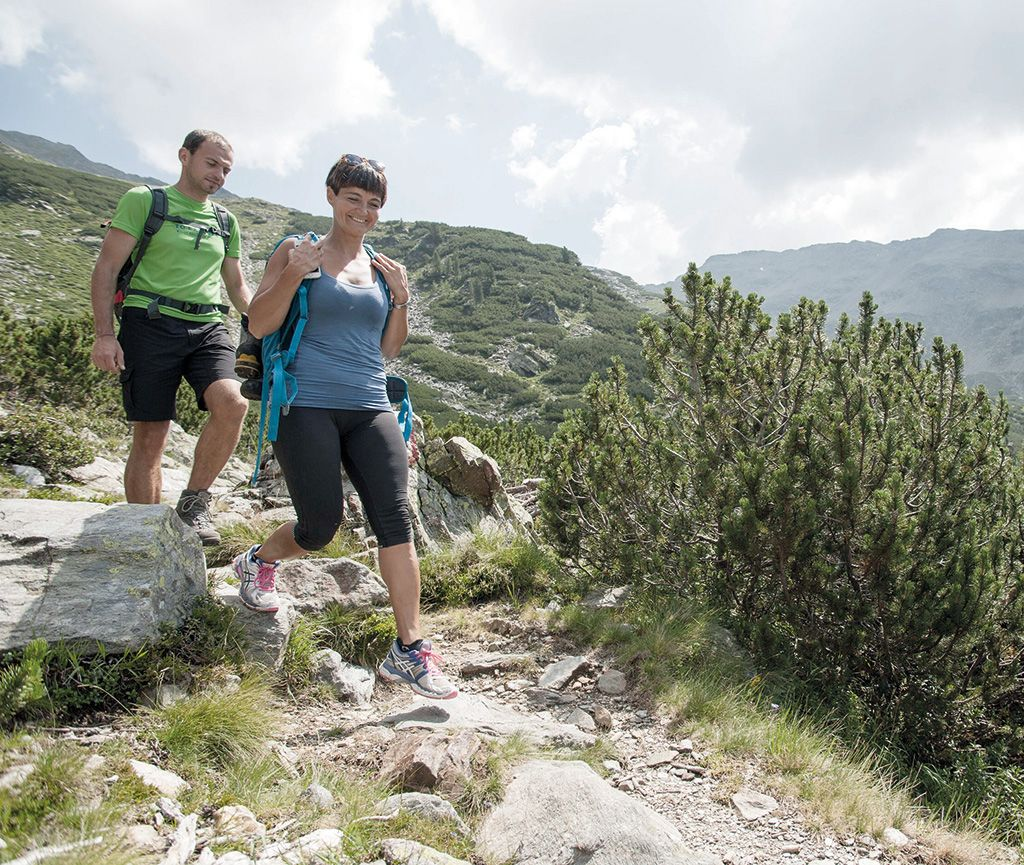 Married couple hiking in the Sarentino valley